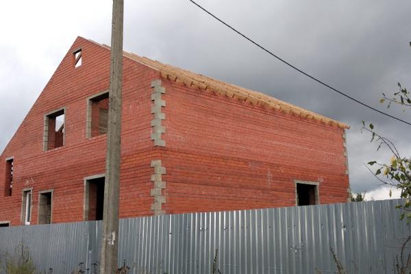 Выполненые работы, строительство крыши кирпичного дома. Новохаритоново